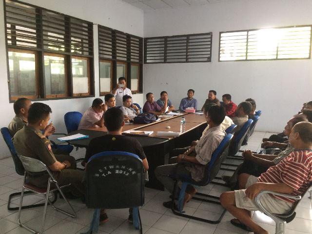 Dibubarkan Satpol-PP, Pedagang Ayam Curhat ke DPRD